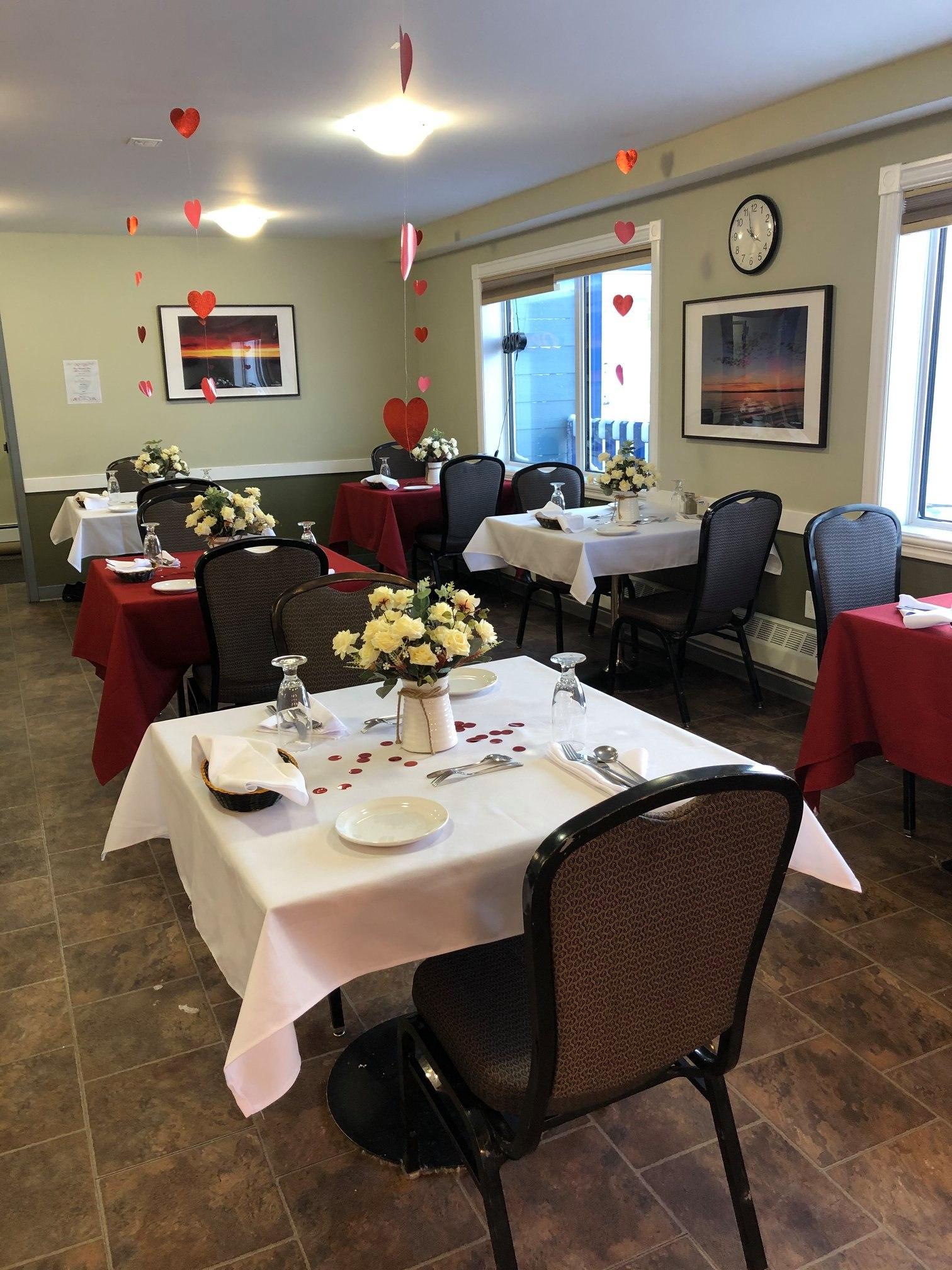 Aura Dining Room - Valentine